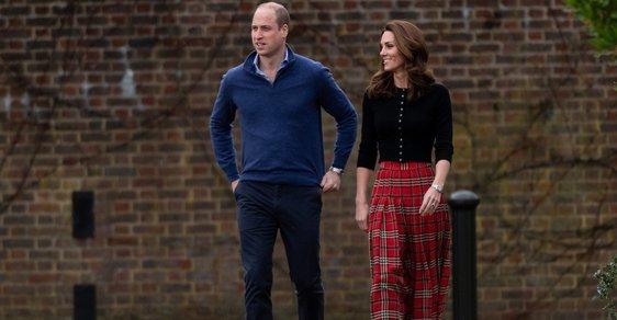Trend vánočních sukní loni oživila vévodkyně Kate, která vsadila na červený tartan. Letošní vánoční sukně jsou zdobnější