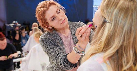 Adéla Anděla Bursová při své práci