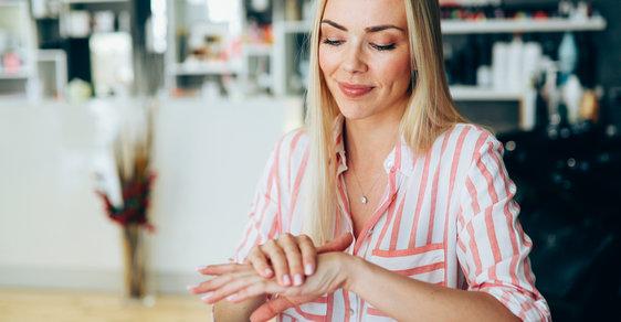 Nejlepší krémy na ruce: Které ochrání před zimou i vysušením z dezinfekcí?
