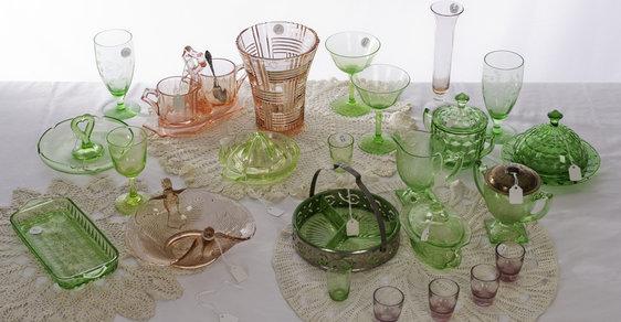 Staré sklo, porcelán a svítidla jdou do módy. Kde je seženete u nás?
