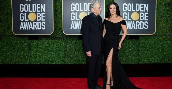 Zlaté glóby 2021: Šaty z červeného koberce i obýváků slavných!