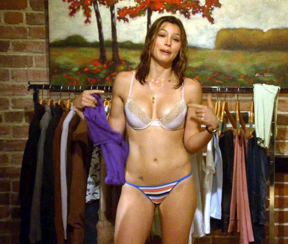 Jessica Biel se ve filmu Když si Chuck bral Larryho objevila v opravdu zajímavém spodním prádle. Její dokonale ženské křivky ale bez problému vynikly a pánové se měli na co dívat