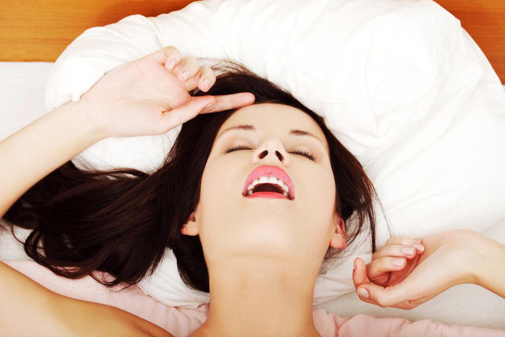 Masturbace nás zbavuje stresu, bolestí hlavy, máme po ní dobrou náladu, jsme uvolnění. Nic se ale nemá přehánět!