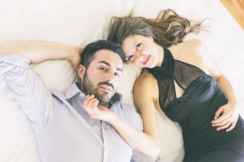 Podle toho jak blízko k sobě ležíte, zda se tulíte nebo se k sobě obracíte zády, je dá posoudit, jaký máte vztah