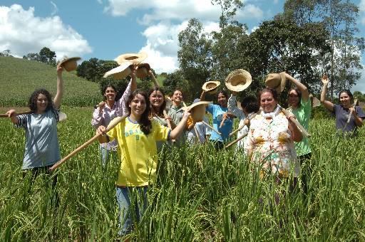 V brazilské osadě, které se přezdívá Město žen, žije spousta krásných a povětšinou svobodných dívek a žen.