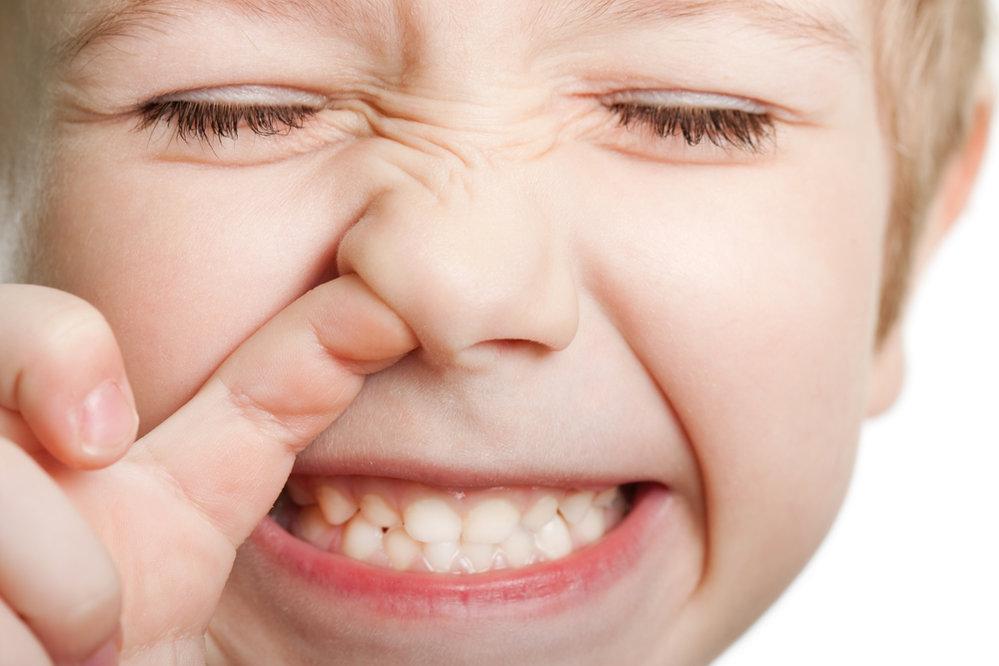 Dloubáním v nose se vám zvyšuje o polovinu pravděpodobnost že si do něj zavedete zlatého stafylokoka.