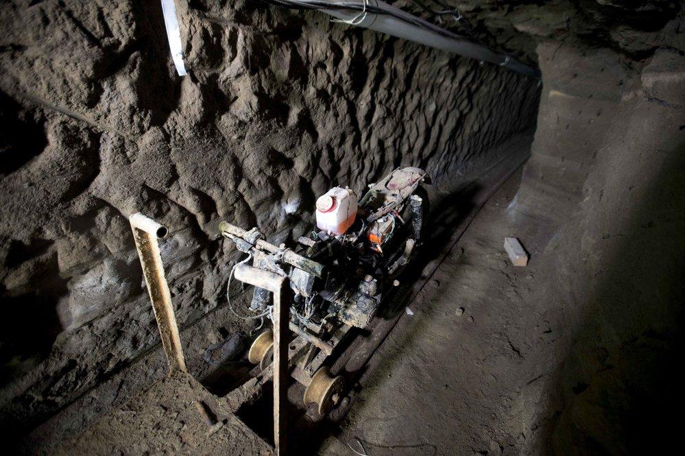 Speciálně upravená motorka, která se v tunelu našla.