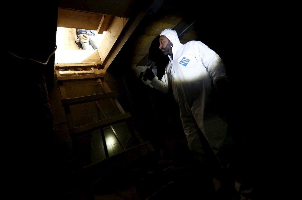 Kriminalisté vyšetřují tunel, kterým Prcek utekl z vězení.