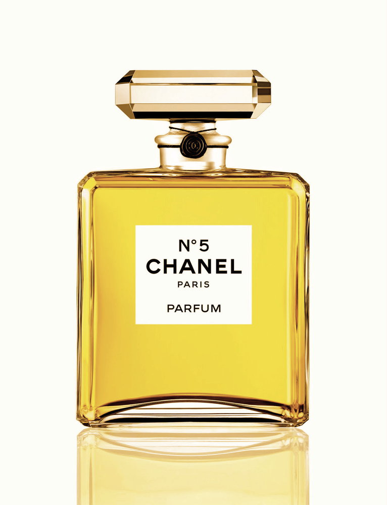 Chanel No. 5, Eau de parfum, 1567 Kč (35ml), koupíte na www.parfemy-elnino.cz