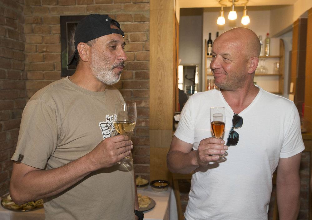 Pavel Nečas a David Suchařípa milují nejen dobré víno, ale i golf.