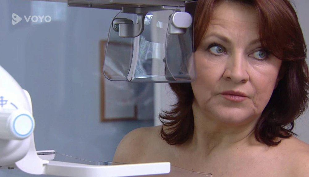 Mysleli jste si, že Zlata Adamovská v Ordinaci opravdu ukázala svá prsa? Ne, zastupovala ji dablérka, kterou si vyžádala.