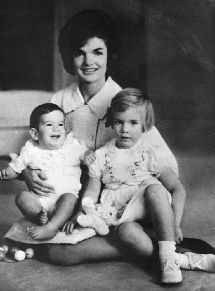 Přes počáteční nedůvěru se z Jackie a její rodiny stal americký symbol