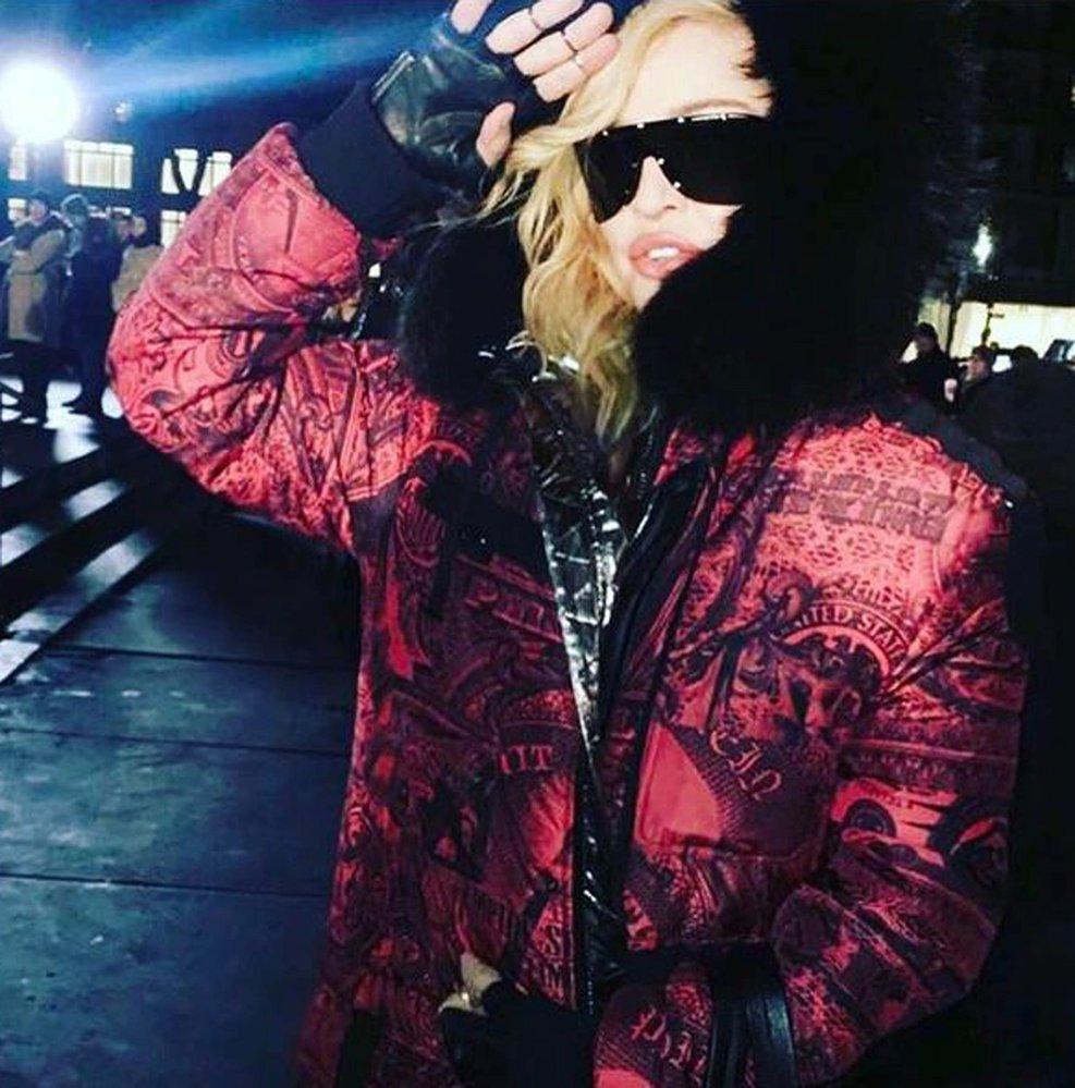 Ani Madonna si nezaslouží odsuzovat za vztahy s mladšími muži