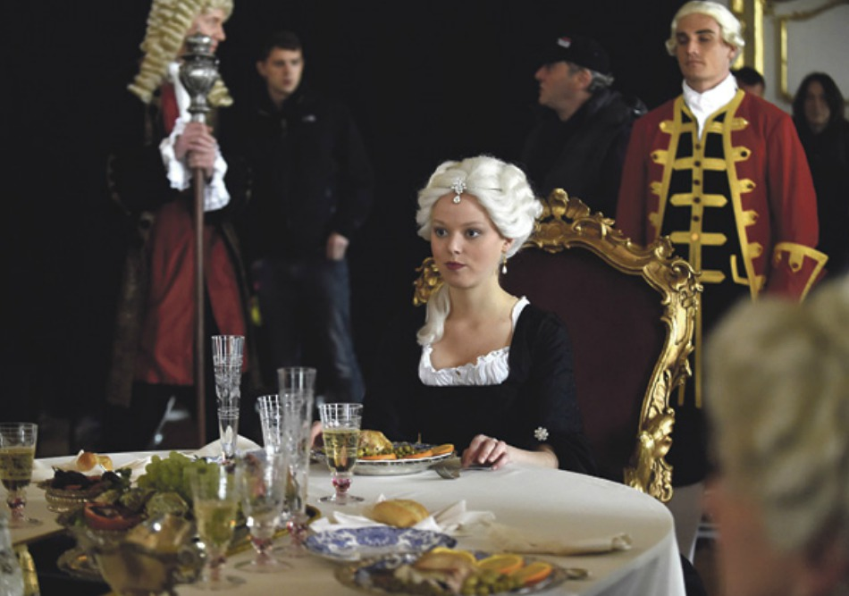 Ve filmu si mladou Marii Terezii zahrála rakouská herečka Marie-Louise Stockinger