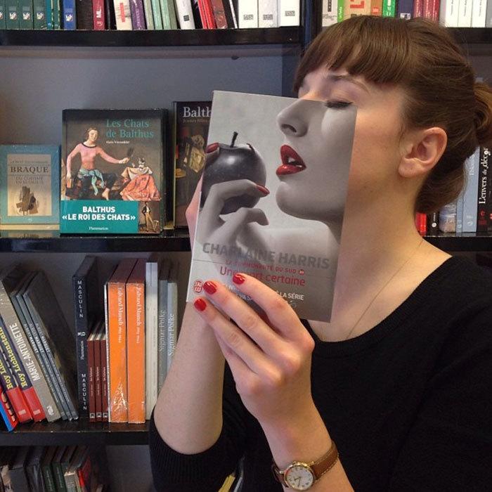 Nuda v knihkupectví nehrozí