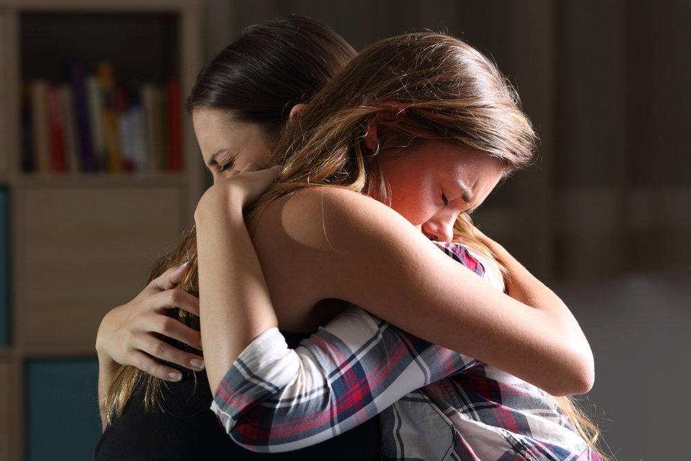 Po rozchodu s klukem se můžete vyplakat své kamarádce