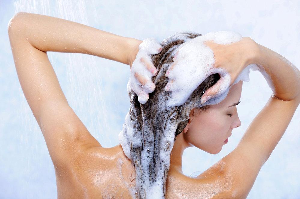 Jak si správně umýt vlasy?