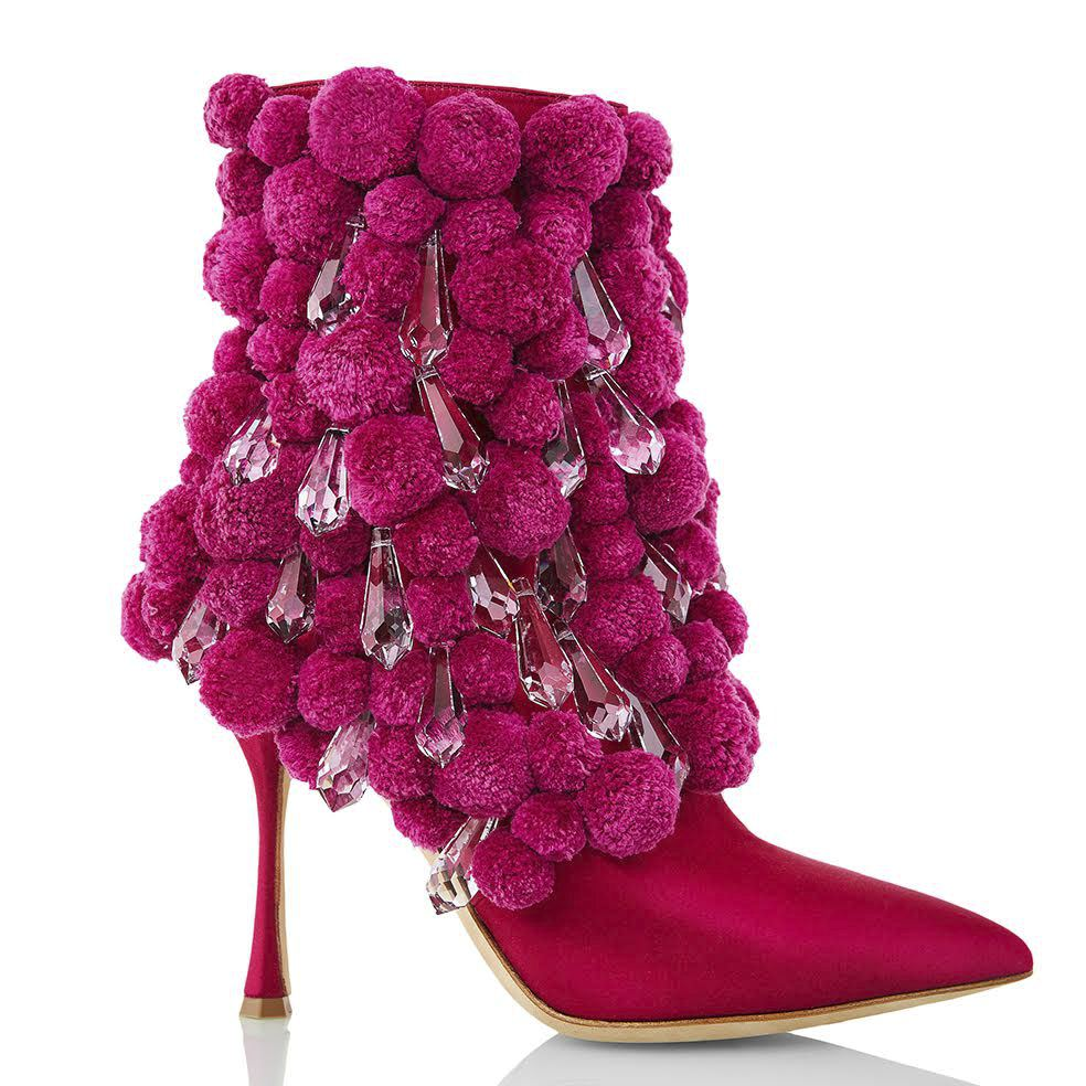 c0f877a37212 Výstava Manolo Blahnika v Praze  Kdo všechno nosí jeho ikonické boty ...