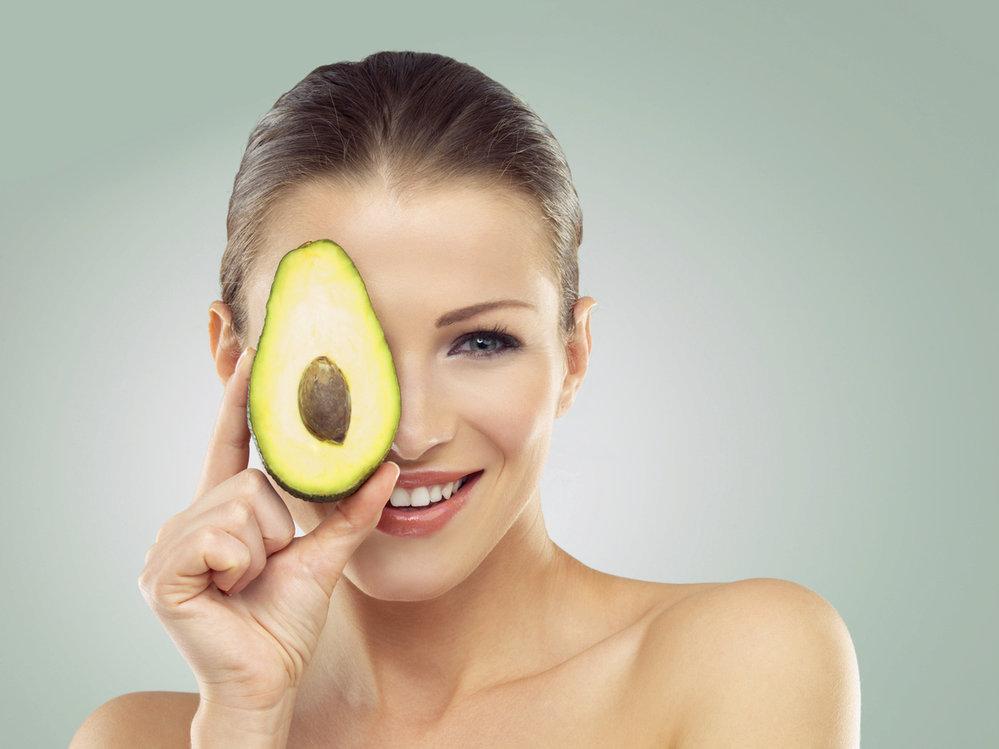 Jednou z potravin, které vám můžou pomoci snížit špatný cholesterol v krvi, je i avokádo