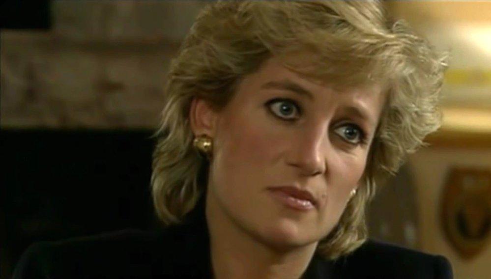 Diana během rozhovoru s Martinem Bashirem pro pořad Panorama televizní stanice BBC (1995)