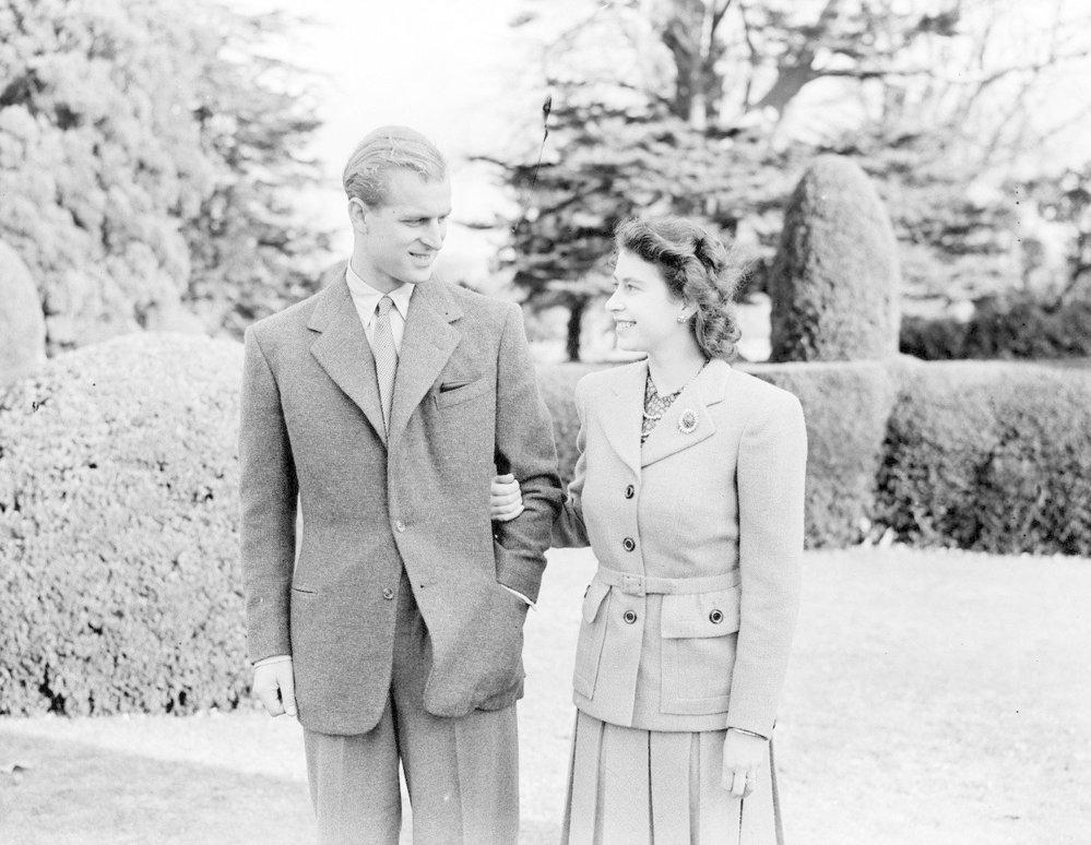 Princ Philip a princezna Alžběta na líbánkách v Hampshire. Snímek byl pořízen čtyři dny po svatbě