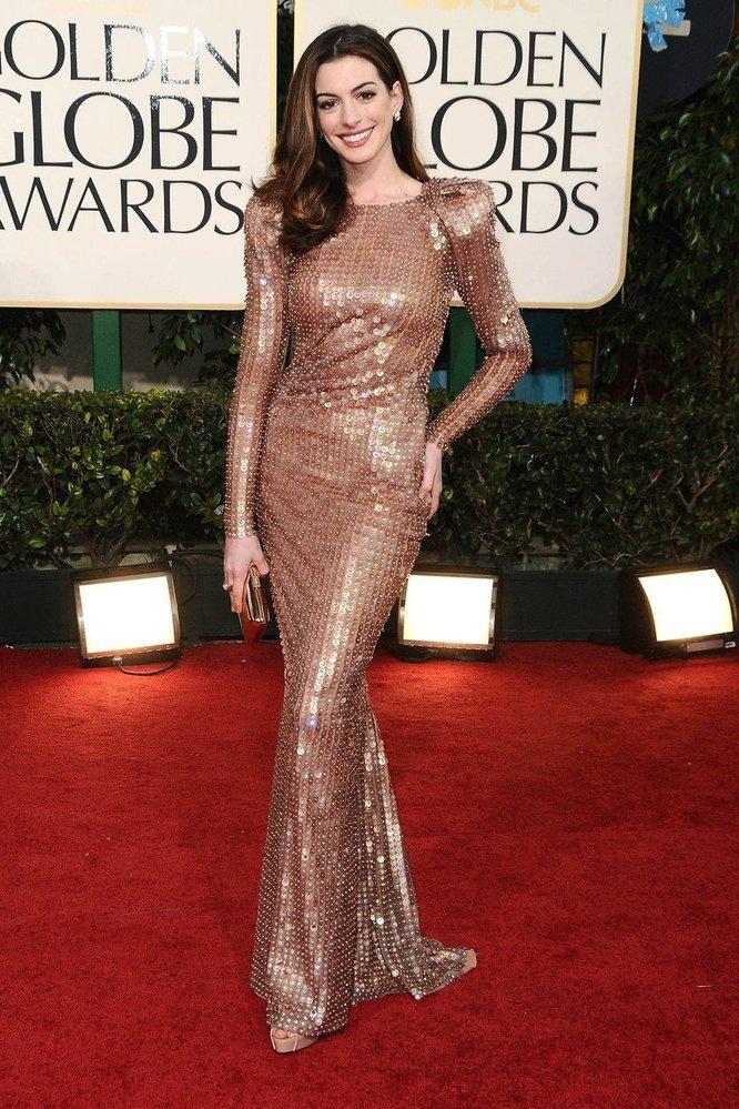 Anne Hathaway v šatech Armani Privé