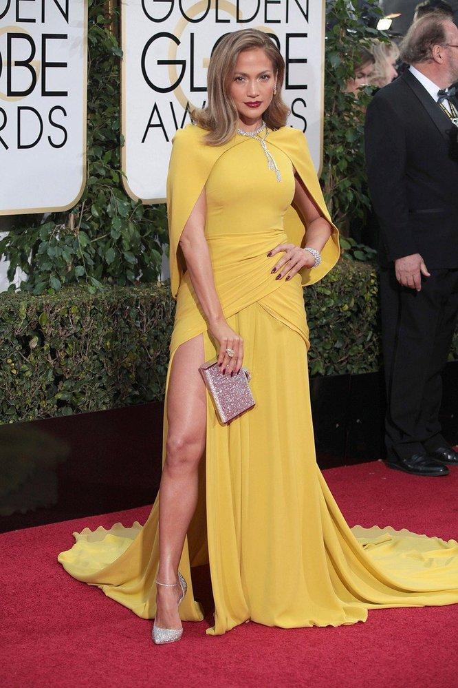 Jennifer Lopez v šatech Giambattista Valli