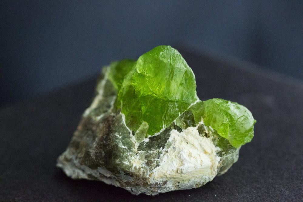 Peridot/Olivín je jedinečný kámen, který léčí poškozené ego. Potlačuje žárlivost a závist