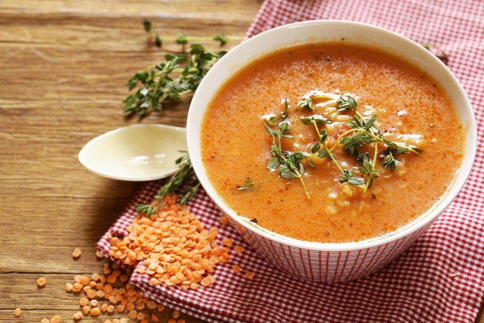Polévka z červené čočky a batátů