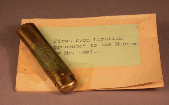 První rtěnka od Avonu, kolem roku 1910