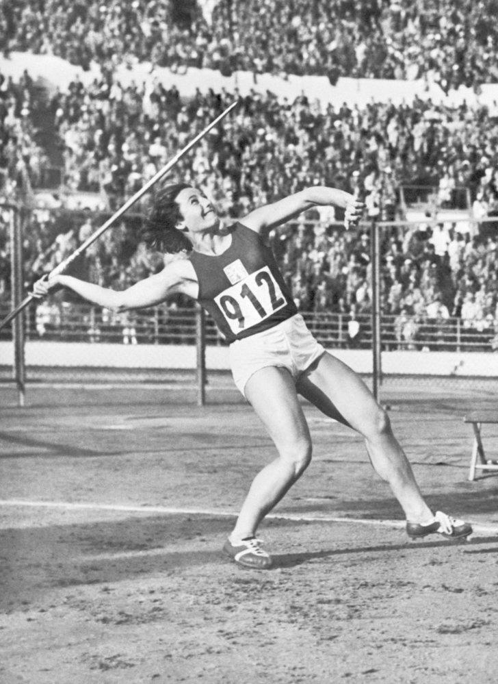 Dana Zátopková – vítězný hod oštěpem