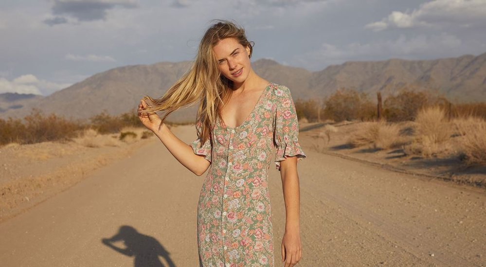 Šaty, které se dokola vyprodávají. Model Lennon značky Christy Dawn, 220 $, www.christydawn.com