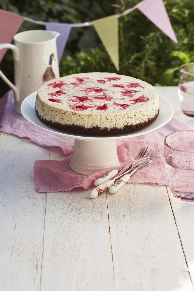 Jahodový cheesecake s bílou čokoládou a mákem