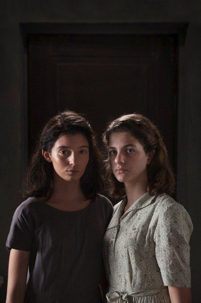 Představitelky dospívající Lily (Gaia Girace) a Eleny  (Margherita Mazzucco)