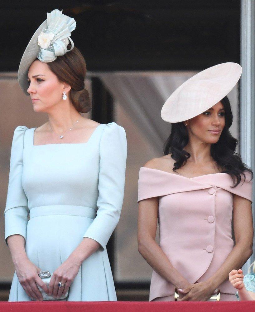 Vévodkyně Kate a vévodkyně Meghan spolu díky pastelovým odstínům krásně ladí, každá má ale svůj styl