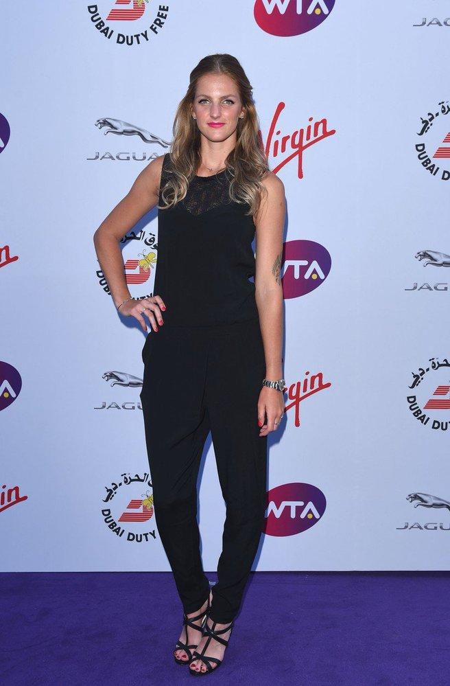 Karolína v černém overalu na WTA Pre-Wimbledon Party