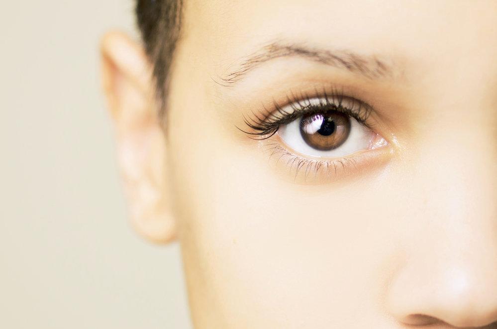 Oříškové oči