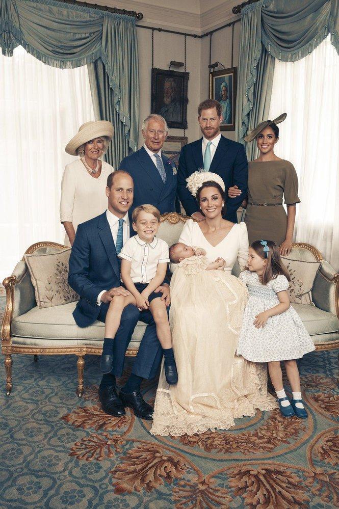 Rok 2018: Oficiální fotografie ze dne, kdy byl pokřtěn nejmladší potomek Williama a Kate, princ Louis