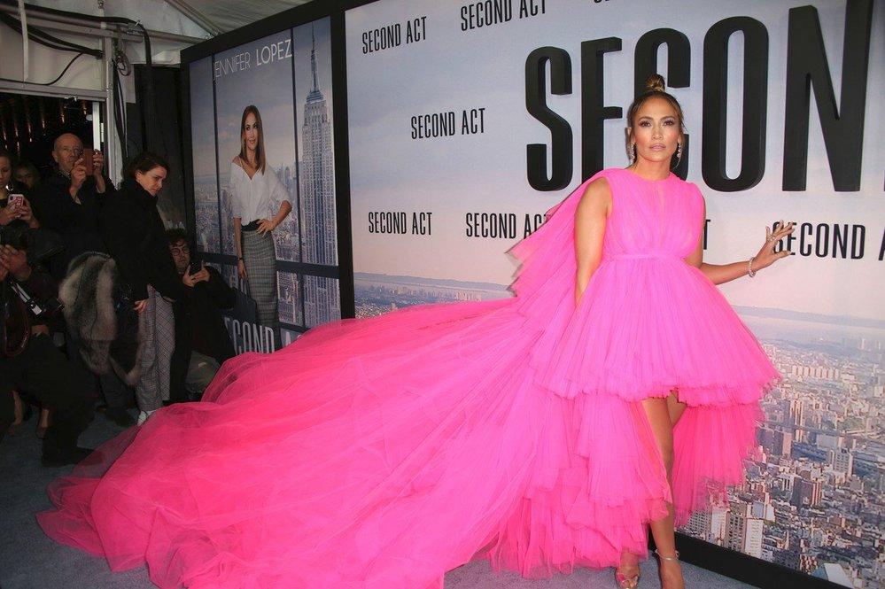 Jennifer Lopez si šaty Giambattista Valli oblékla na premiéru filmu Second Act