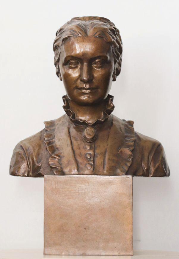Busta Elišky Krásnohorské od sochařky Karly Vobišové, z panteonu Národního muzea
