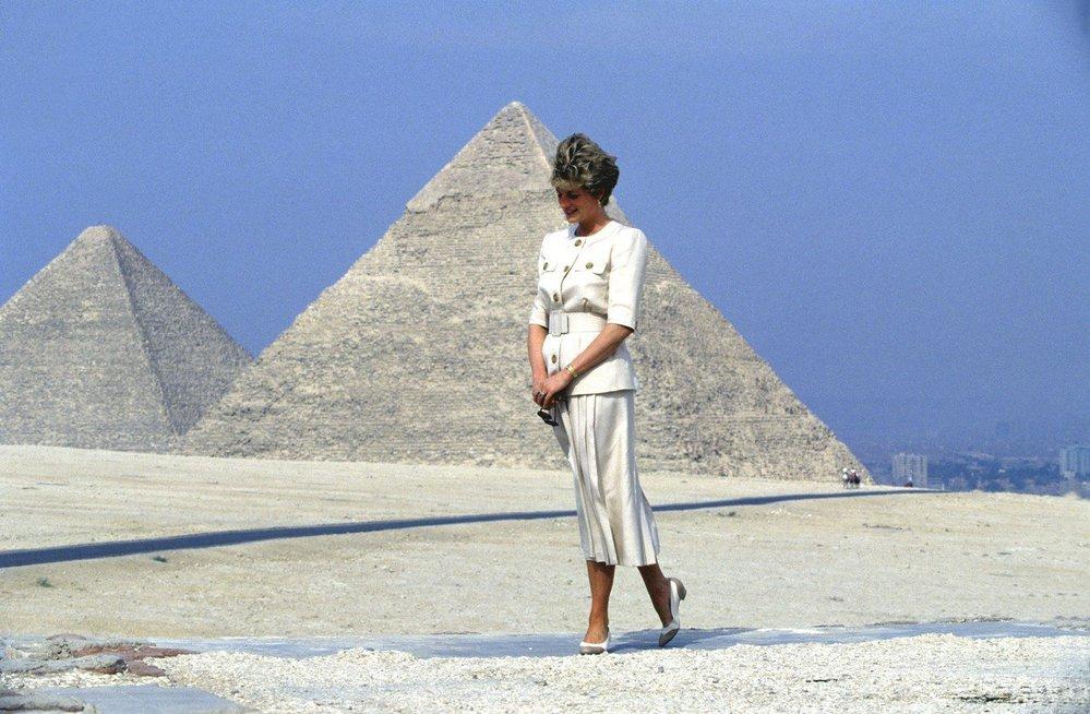 Princezna Diana u egyptských pyramid v roce 1992