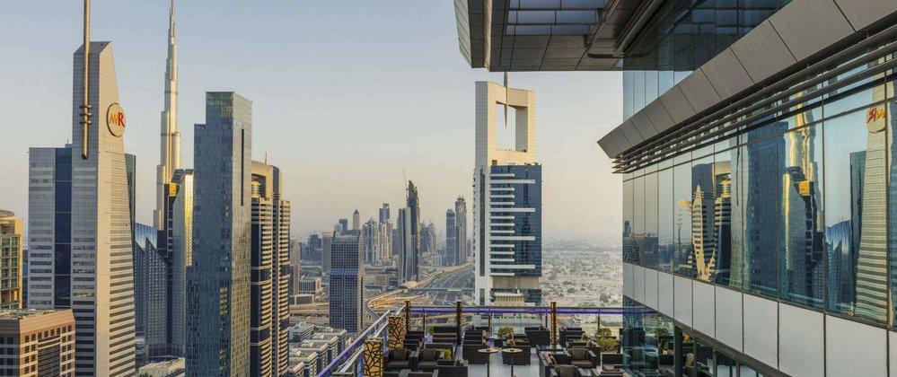 Z baru Level 43 je nejhezčí výhled na mrakodrapy v centru města