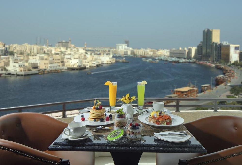 Hotel Radisson Blu Deira nabízí krásný výhled z pokojů na kanál ve staré čtvrti