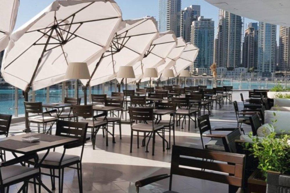 Restaurace Social House má skvělé jídlo i terasu přímo u obří fontány v Dubai Mall