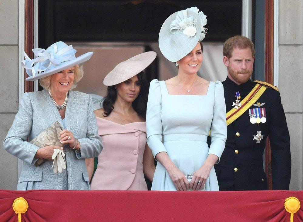 2018: Na balkóně Buckinghamského paláce se poprvé objevila i vévodkyně Meghan