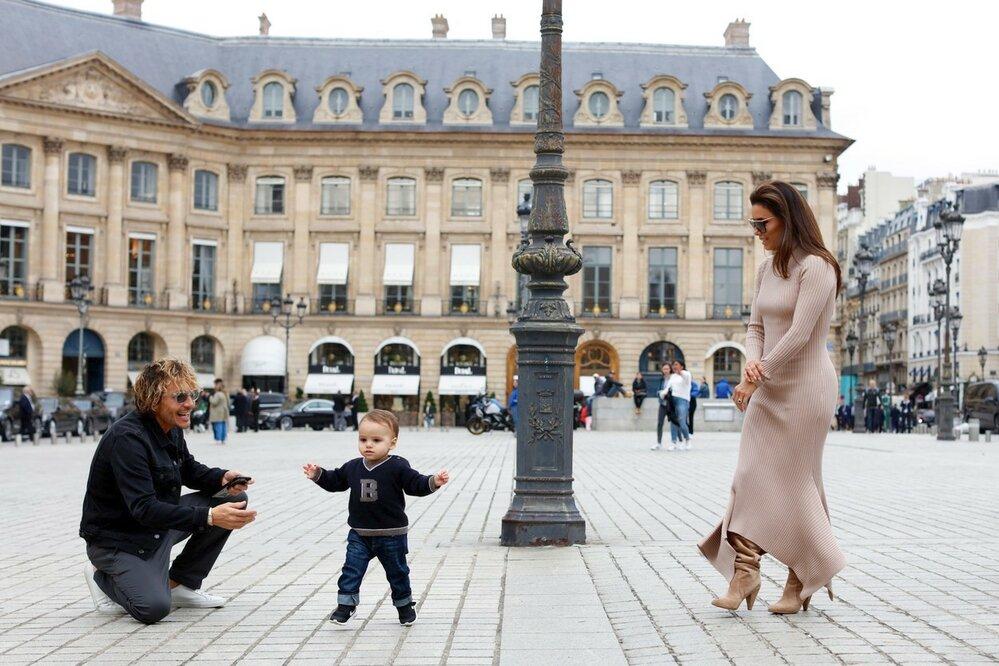 Eva Longoria s rodinou na Place Vendôme v Paříži
