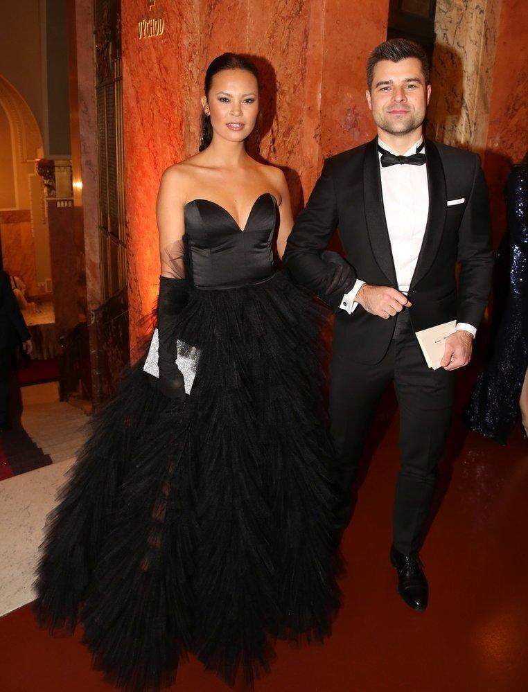 Moderátorka Monika Leová s manželem na  Česko-Slovenském plese