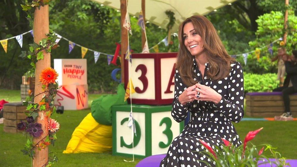 Vévodkyně Kate v šatech své oblíbené návrhářky Emilie Wickstead
