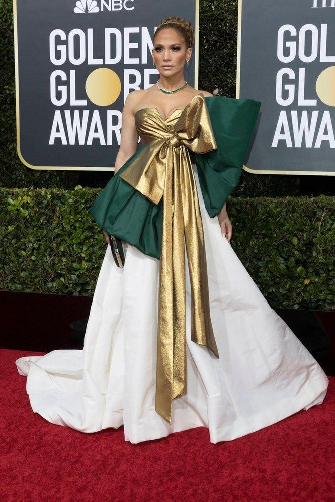 Jennifer Lopez na Zlatých glóbech v šatech Maison Valentino