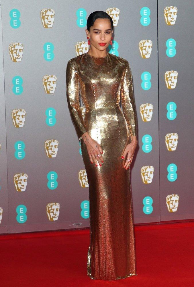 Zoë Kravitz na předávání cen BAFTA v šatech Saint Laurent